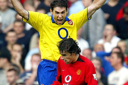 Martin Keown commiserates another United penalty miss.