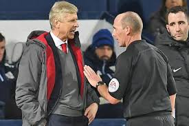 Mike dean vs Arsene Wenger