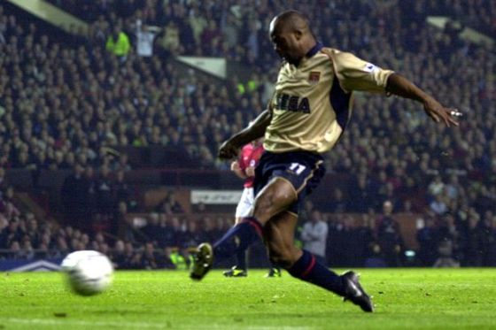 Sylvain-Wiltord-scores-Arsenals-first-goal-against-Manchester-United